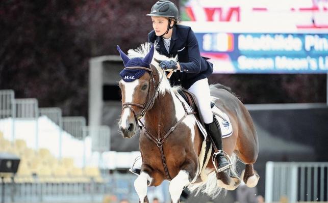 Assidue et talentueuse, Mathilde Pinault est l'un des jeunes espoirs français en saut d'obstacles. Avec le cinéma, les chevaux ont été le grand amour du comédien Jean Rochefort.