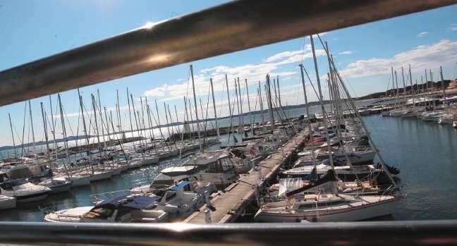 Le port Saint-Pierre, vitrine nautique de la ville va démarrer la saison dans de nouvelles conditions pour tous les usagers, professionnels et visiteurs... A suivre ! (Reportage p hoto Laurent Martinat)